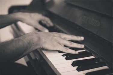 Faire ses gammes sur un piano dans un hôpital, pourquoi pas?