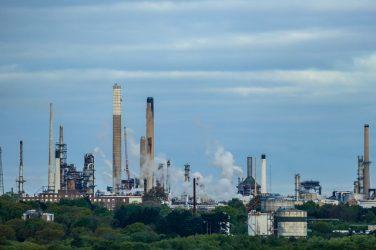 Une première mesure adoptée suite au Plan Climat: la loi mettant fin à l'exploitation des hydrocarbures.