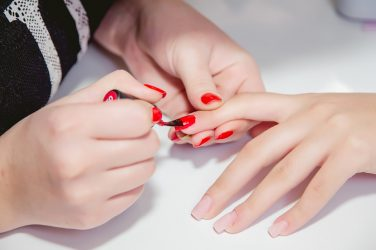 Vernis pour ongles : danger pressant
