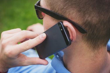 Les ondes des téléphones portables : un scandale industriel et sanitaire ?