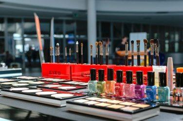 L'ANSM et de la DGCCRF se distinguent en fixant le cadre de l'allégation «sans» dans les produits cosmétiques